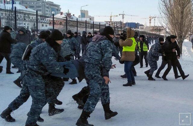 مردم قزاقستان با درخواست اصلاحات سیاسی به خیابان آمدند