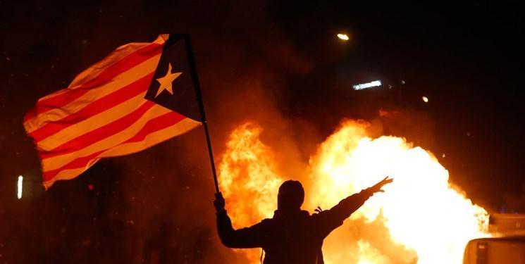 فیلم و عکس، تظاهرات حامیان استقلال کاتالونیا به خشونت کشیده شد